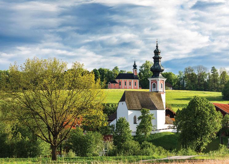 Der Rupertiwinkel ist eine oberbayerische Bilderbuchlandschaft mit zahlreichen kleinen Wallfahrtskirchen, Kapellen und anderen spirituellen Orten.